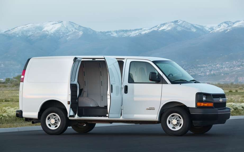 GM recalls 10,000 commercial vans picture #1