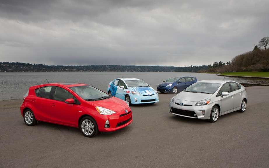 Toyota launches the first program certified used hybrid vehicles in Canada