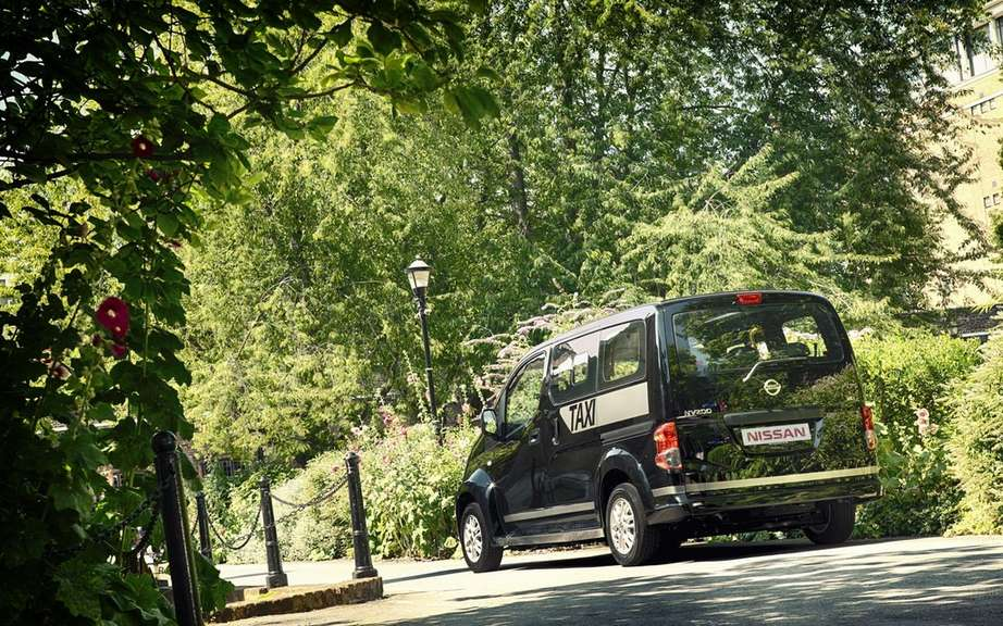 Nissan presents its London taxi picture #4