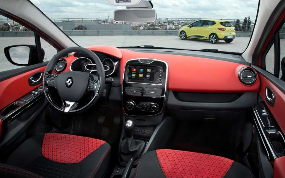 Renault Clio 2012: a sudden heart design and a concentrate of innovations picture #4
