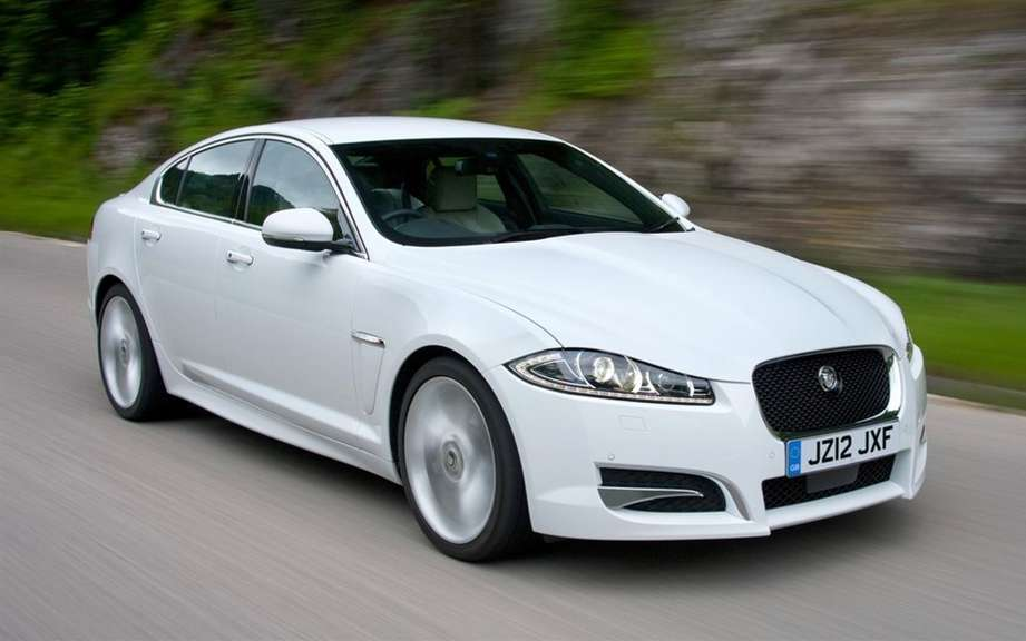 Jaguar XF powered by a four-cylinder engine for America