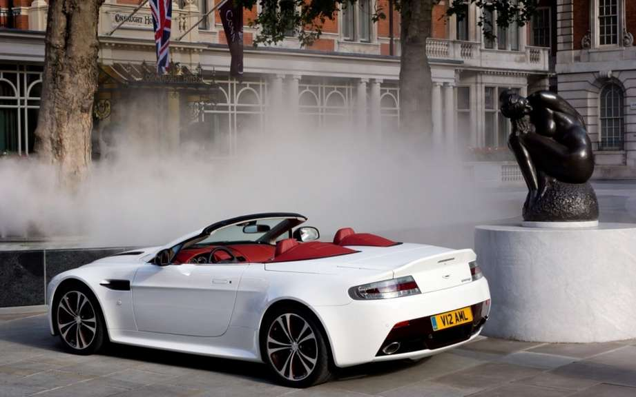 Aston Martin V12 Vantage Roadster: 101 for Preferred picture #2