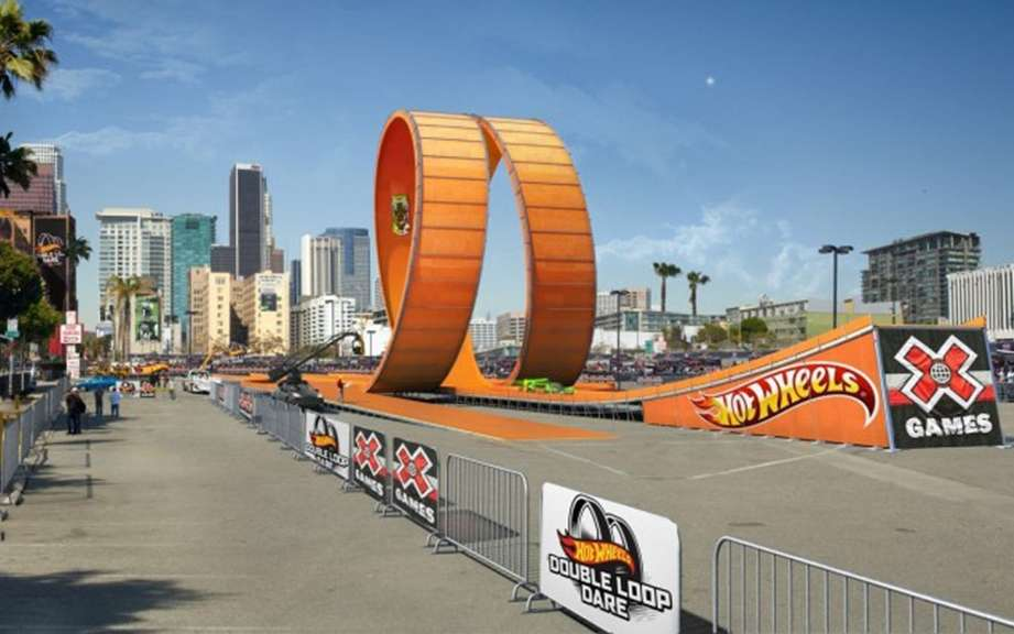 The Hot Wheels track size picture #2