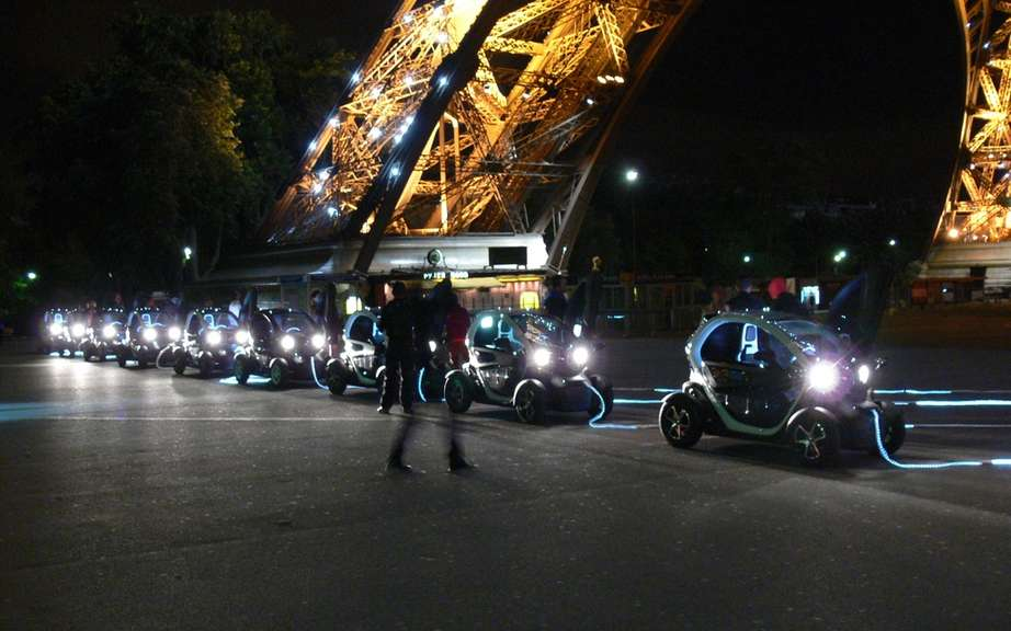 Renault Twizy electrifies the Eiffel Tower