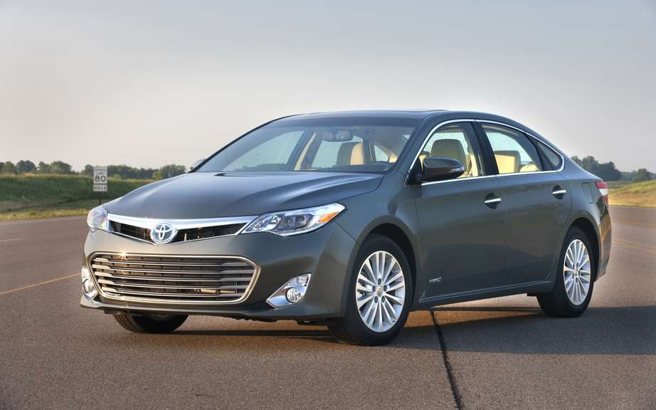 Toyota Avalon 2013: gasoline only for Canada picture #2