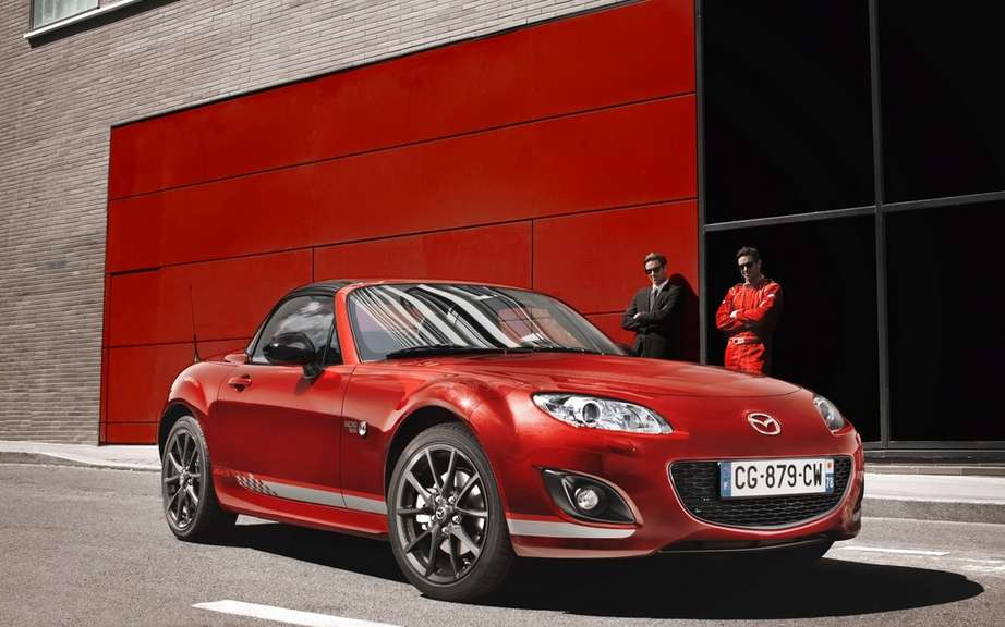 """Racing MX-5 by"" Mazda roadster cultivates his dual personality ""Chic & Sport"" in limited series. picture #1"