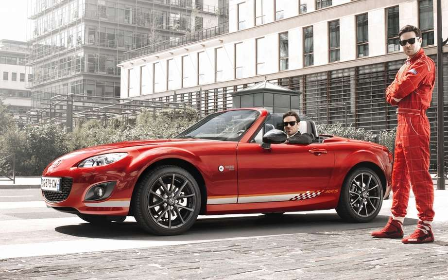 """Racing MX-5 by"" Mazda roadster cultivates his dual personality ""Chic & Sport"" in limited series. picture #2"