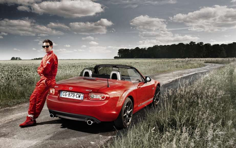 """Racing MX-5 by"" Mazda roadster cultivates his dual personality ""Chic & Sport"" in limited series. picture #4"