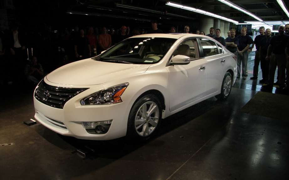 Nissan assembles its first 2013 Altima picture #4