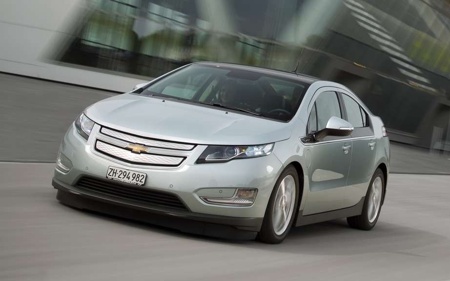 "The Ampera / Volt electric range extender has earned the award for ""Green Engine"" picture #1"