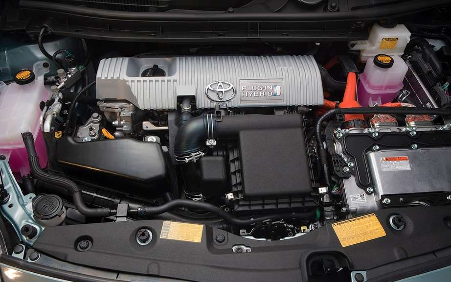 Toyota Prius plug-in hybrid: it beats the Volt and LEAF picture #4