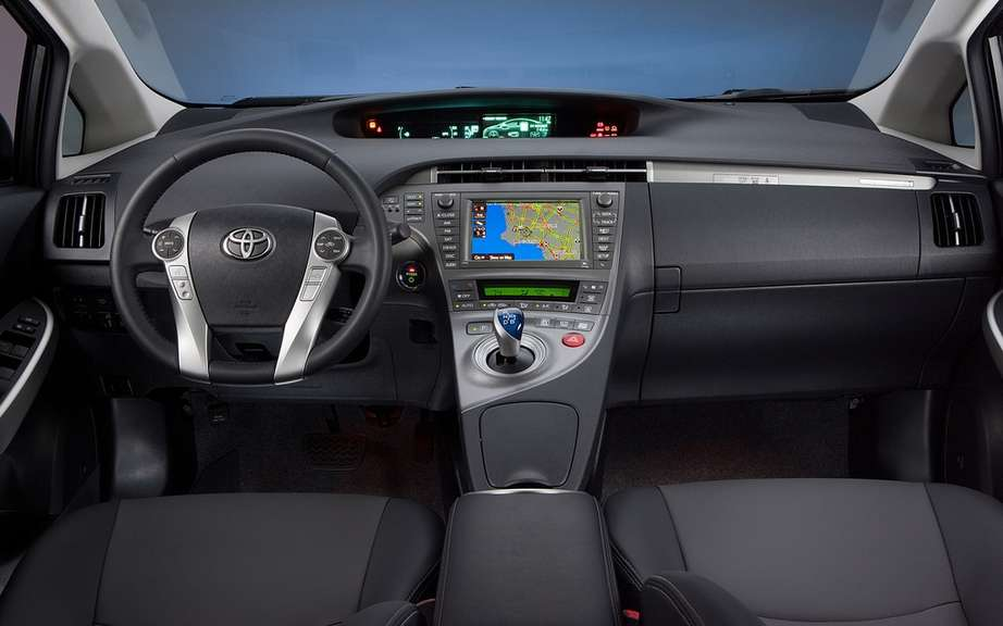 Toyota Prius plug-in hybrid: it beats the Volt and LEAF picture #5