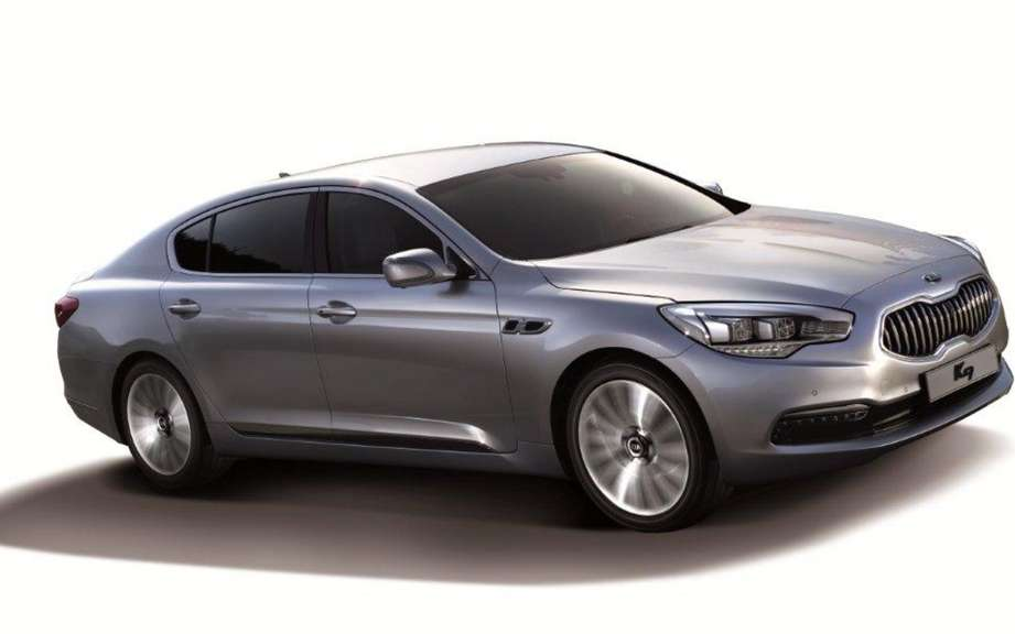 Kia presents its large sedan K9