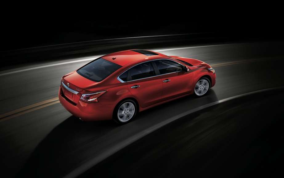 Nissan Canada unveiled the price of its Altima sedan 2013 picture #2