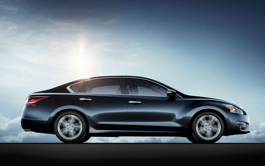 Nissan Canada unveiled the price of its Altima sedan 2013 picture #3