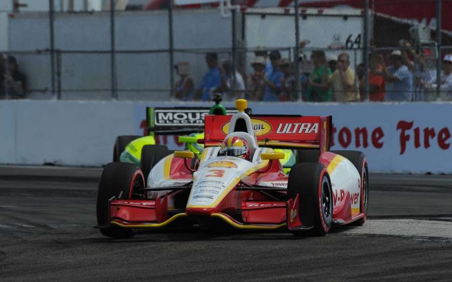 Castroneves won the first IndyCar race of the season; Alonso wins F1