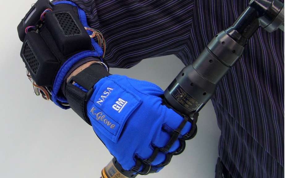 GM and NASA team up for designing robotic gloves for human hand
