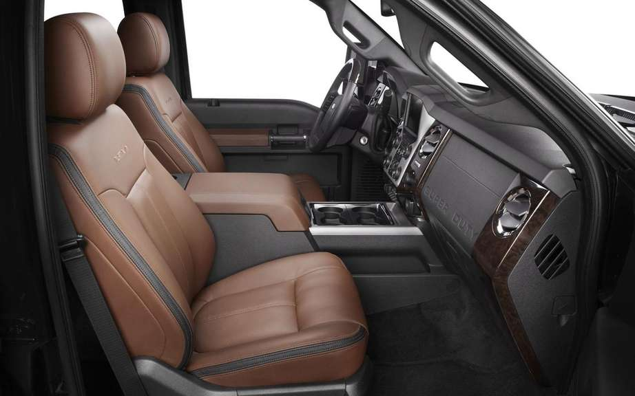 Ford F Series Super Duty Platinum 2013: more luxurious than ever picture #6