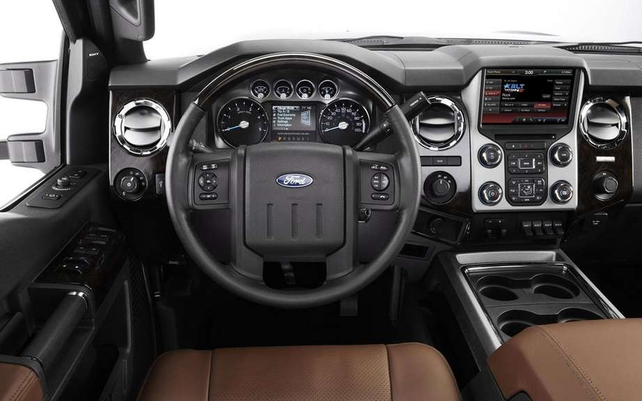 Ford F Series Super Duty Platinum 2013: more luxurious than ever picture #7