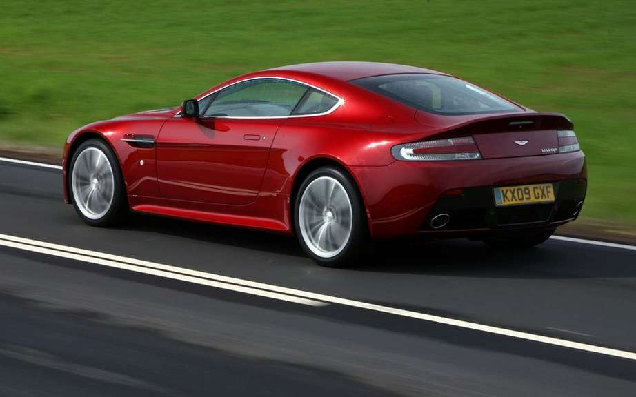 Aston Martin Vantage 2012: a reconstituted family picture #7