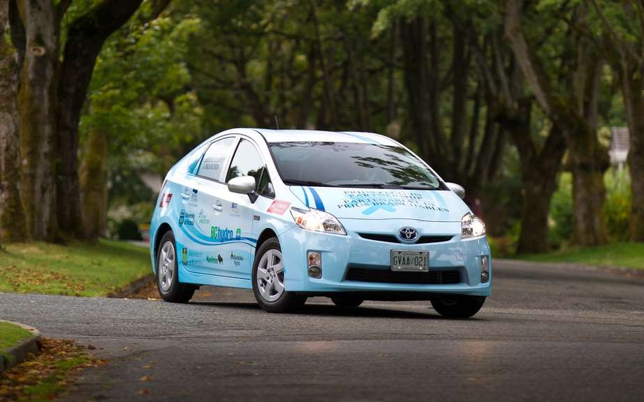 Driving a hybrid vehicle would you save it? Discover it by hybridizing tool Toyota Canada!