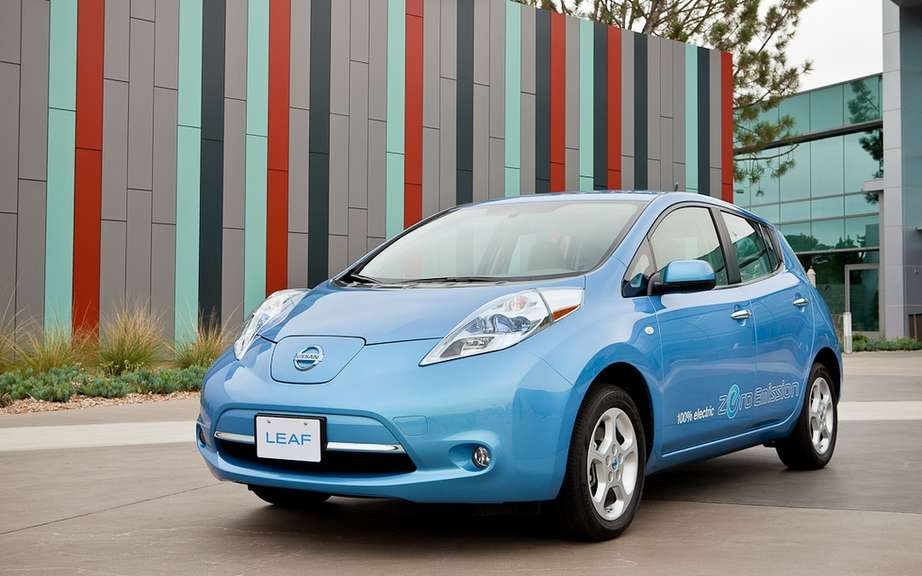 2012 Nissan LEAF: honoree by Natural Resources Canada