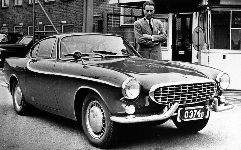 Volvo commemorates the 50th anniversary of the P1800 cutting picture #3