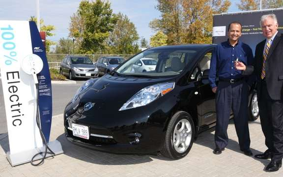 Nissan Canada delivers the first Nissan LEAF electric car 100%, a Canadian customer