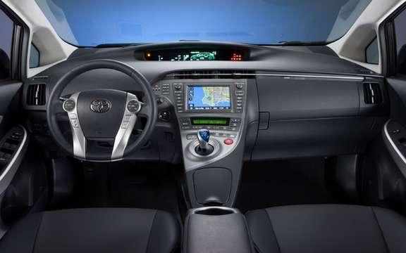Toyota Prius 2012: From simple retouching picture #4
