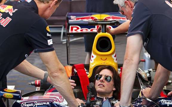 Tom Cruise tries the Red Bull Formula 1