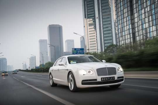 Bentley Flying Spur #9746662