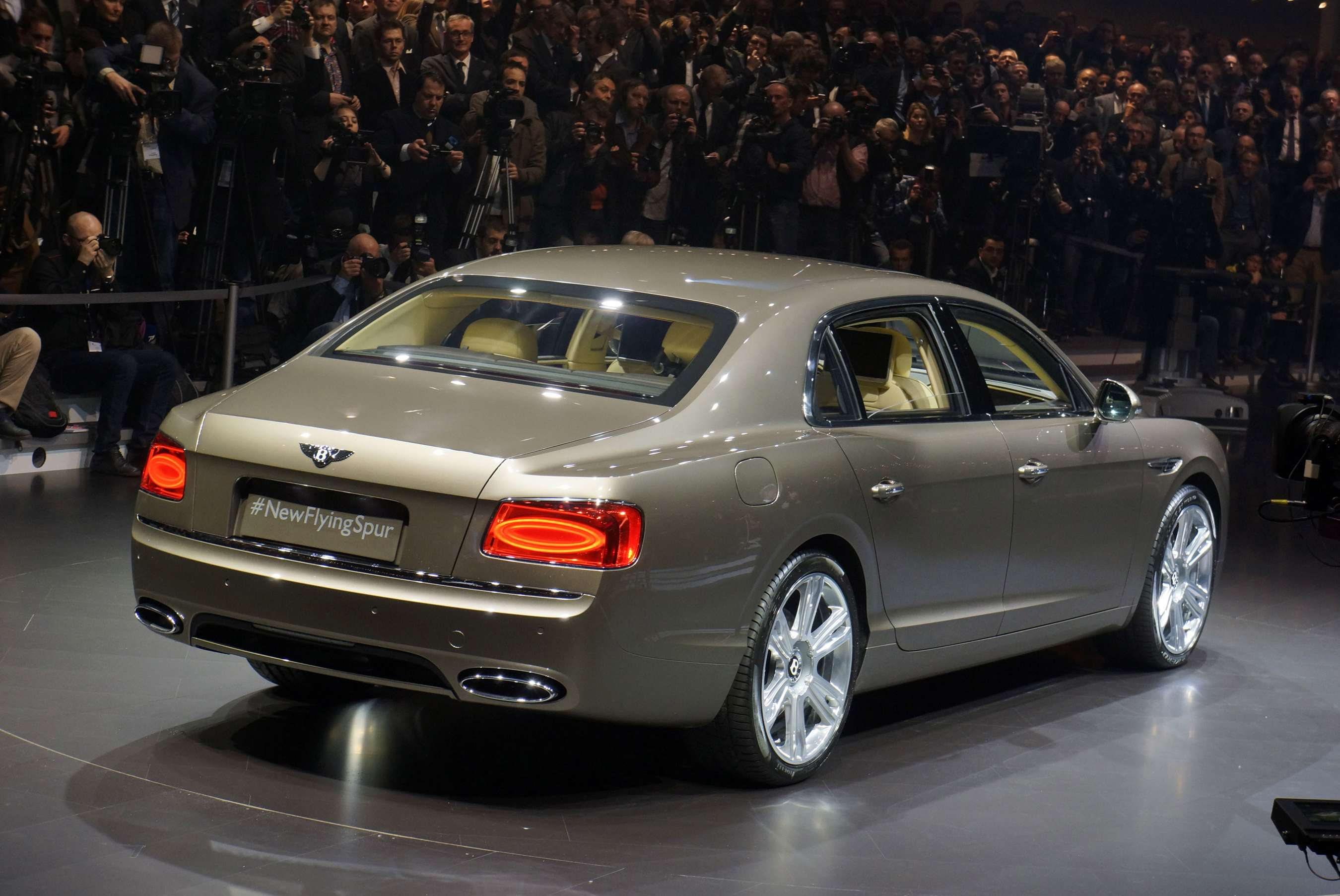Bentley Flying Spur #8272408