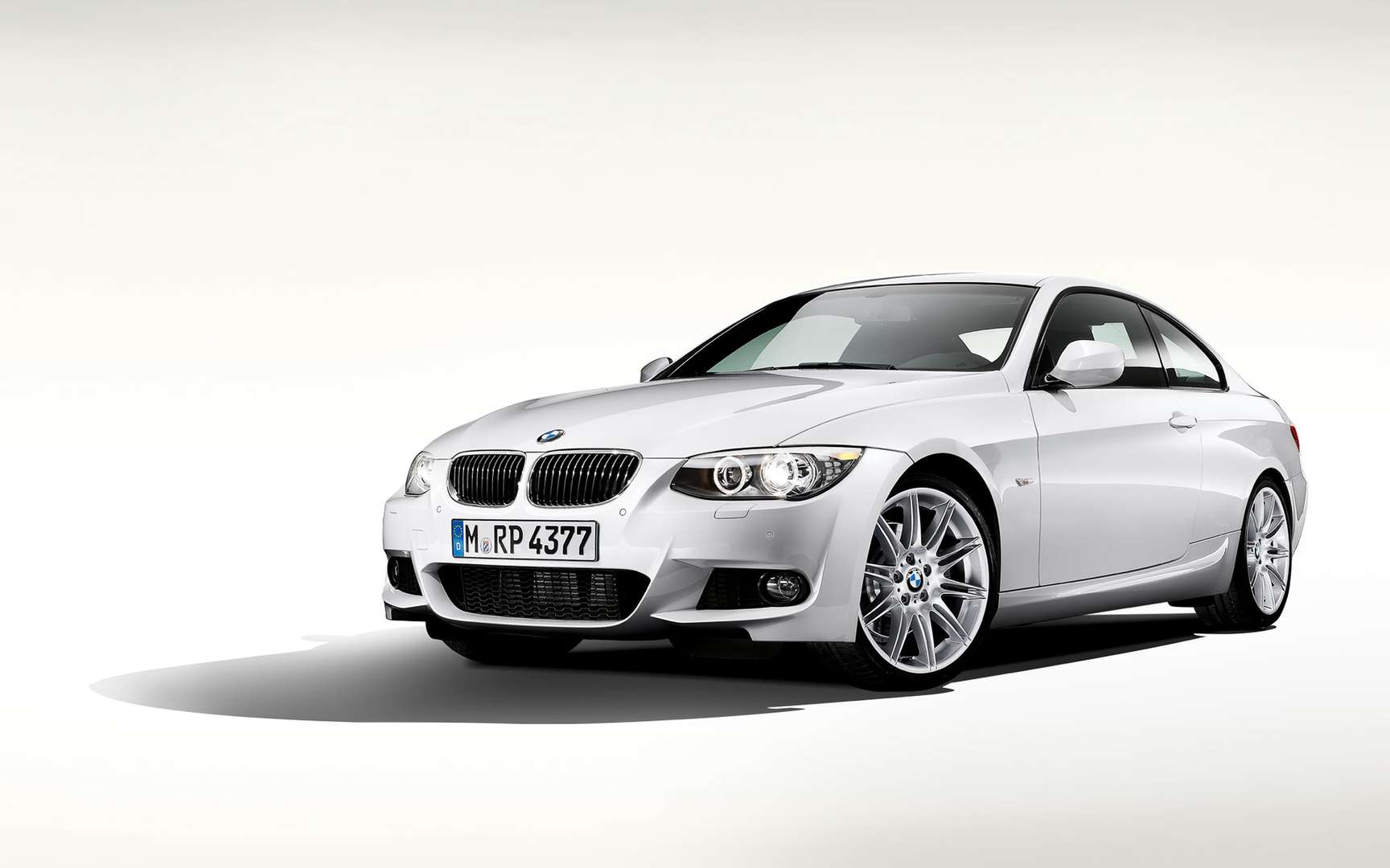 BMW 320 Coupe #8457261