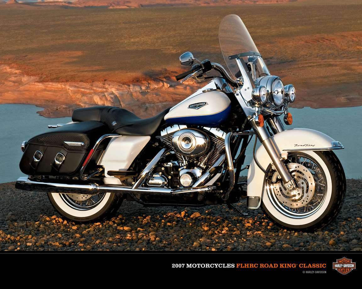 Harley-Davidson Road King Classic #8885952