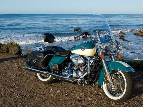 Harley-Davidson Road King Classic #8358338