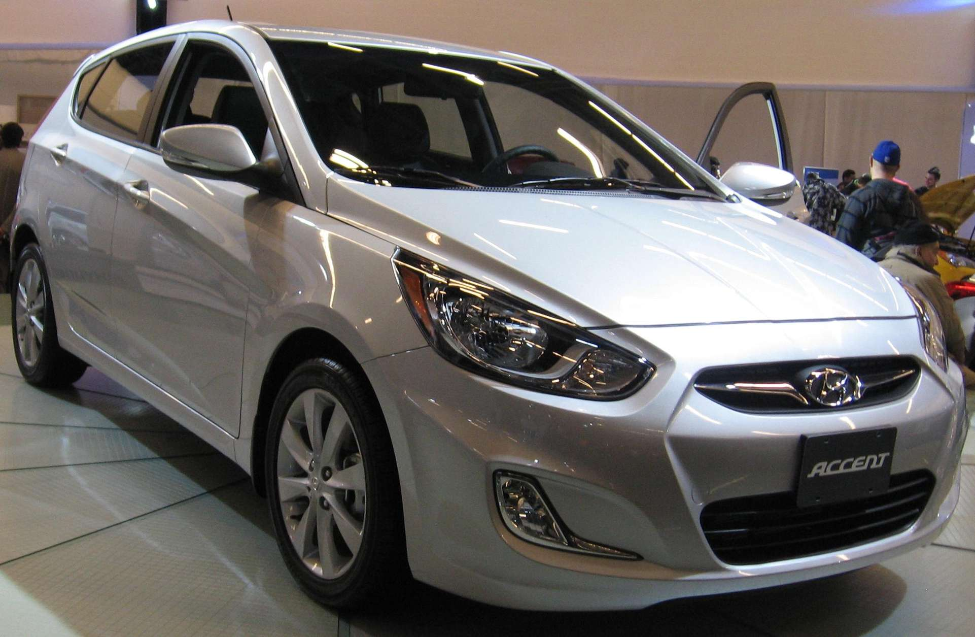 Hyundai Accent hatchback #7364019