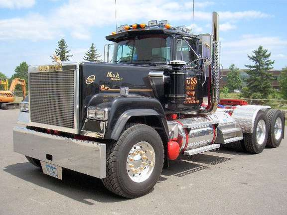 Mack Superliner #8257780
