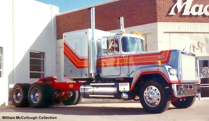 Mack Superliner #7689915