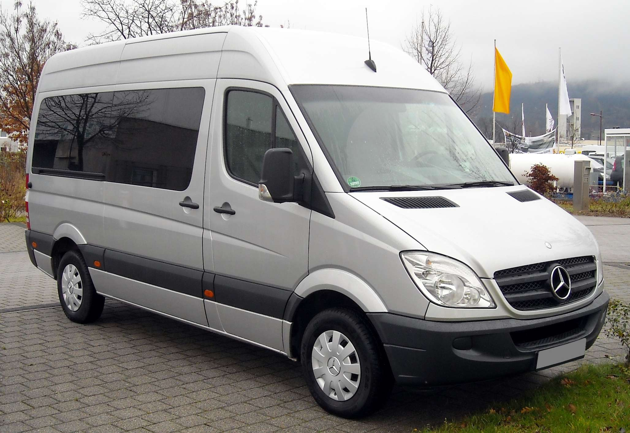 Mercedes-Benz Sprinter #9975472