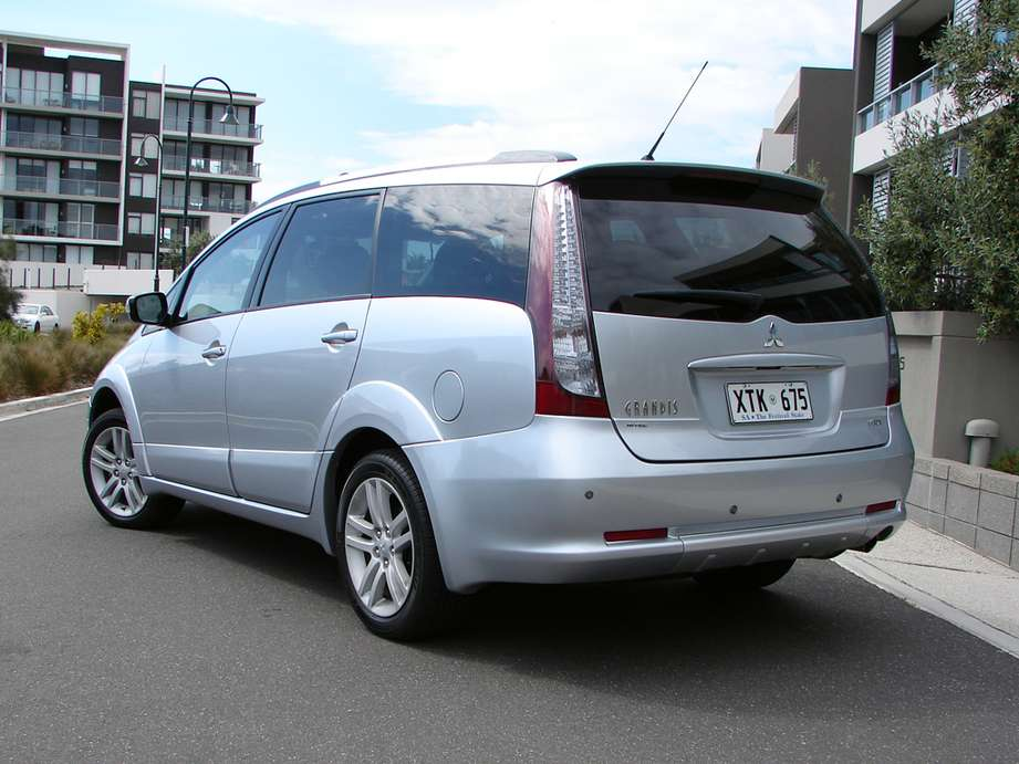 Mitsubishi Grandis: Replace as soon as possible
