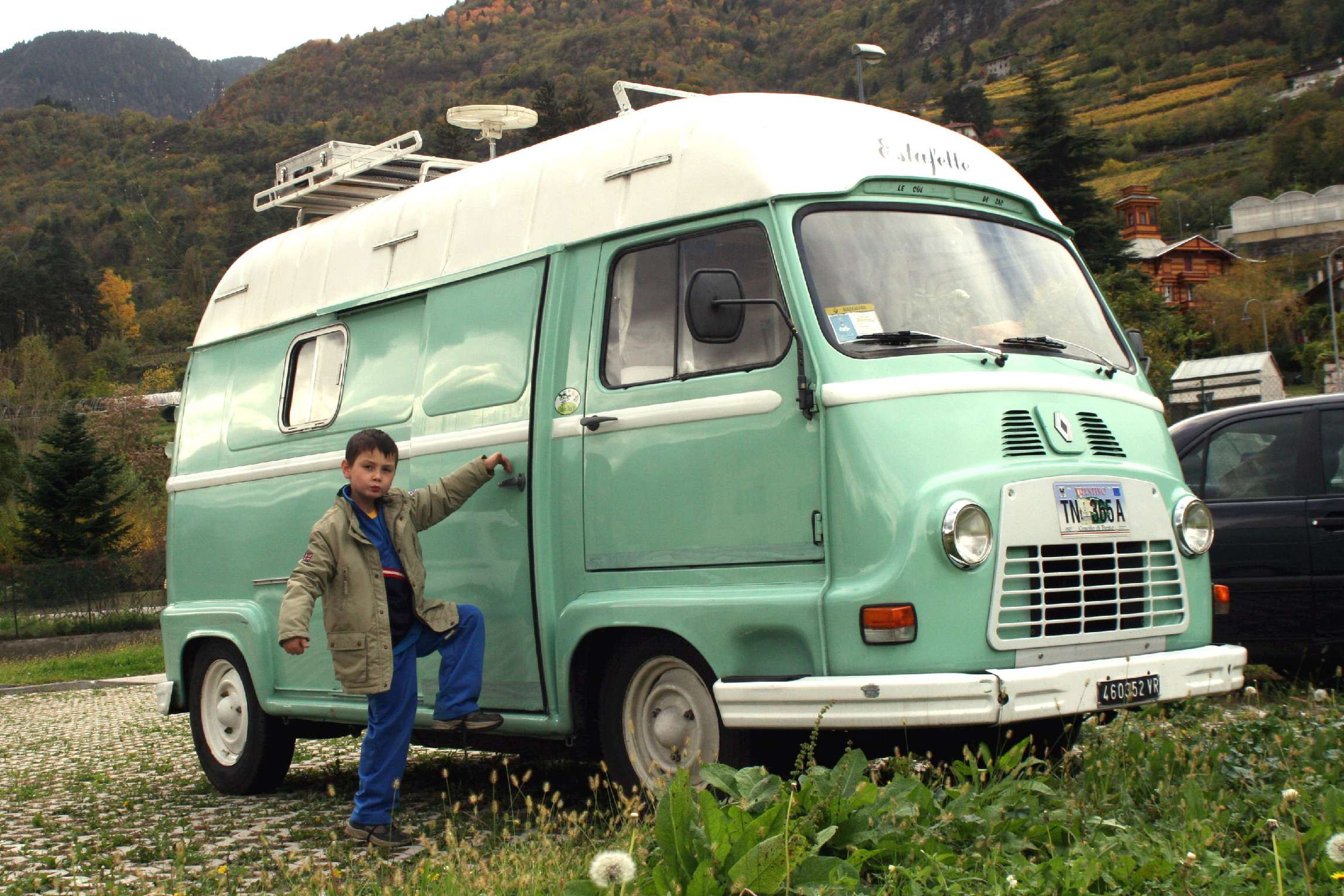 you can see more picture of renault estafette in our photo gallery
