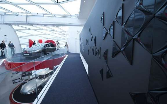 "Citroen exhibited ""a world of Creative Technology"" picture #2"