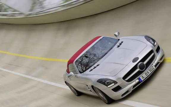 Mercedes-Benz SLS AMG Roadster: With cloth top