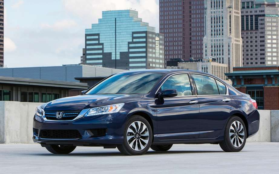 Honda presents its Accord sedan 2014 hybrid drive picture #2