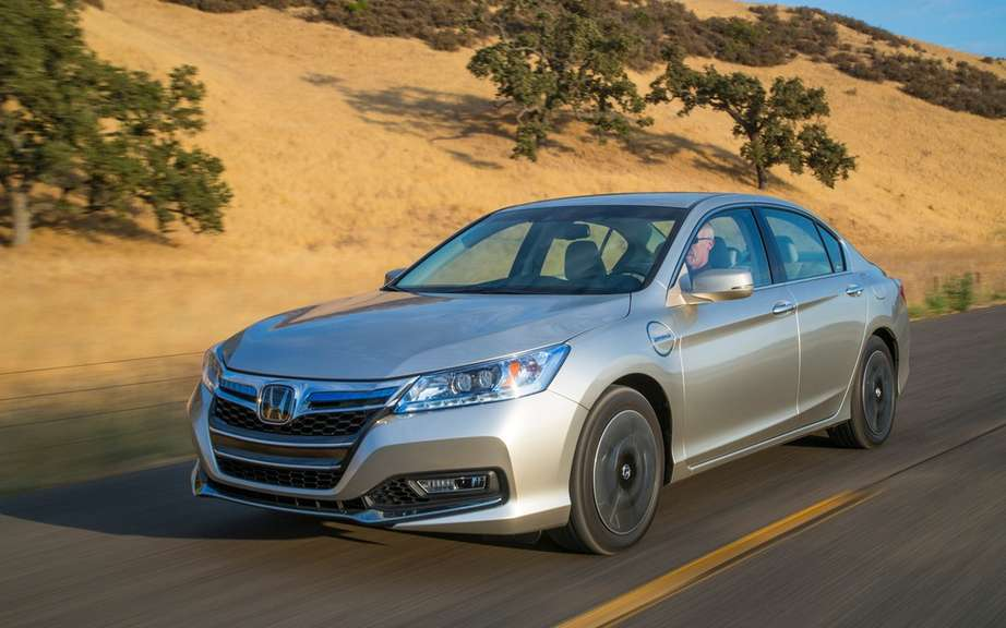 Honda presents its Accord sedan 2014 hybrid drive picture #4