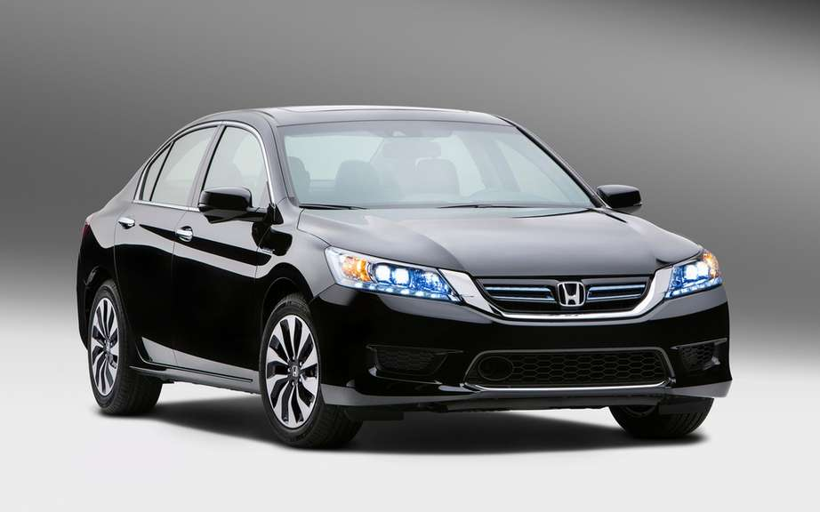 Honda presents its Accord sedan 2014 hybrid drive picture #6