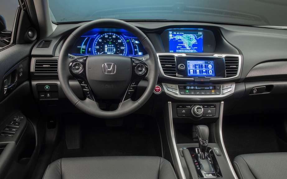 Honda presents its Accord sedan 2014 hybrid drive picture #8