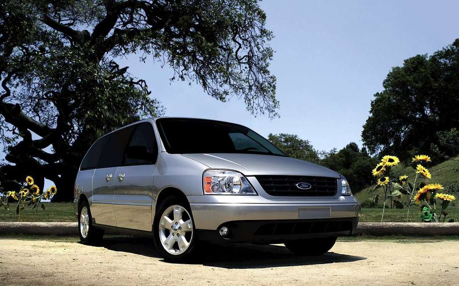 Ford recalls 230,000 minivans in Canada and the United States