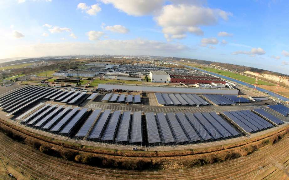 Renault launches the world's largest automobile photovoltaic device