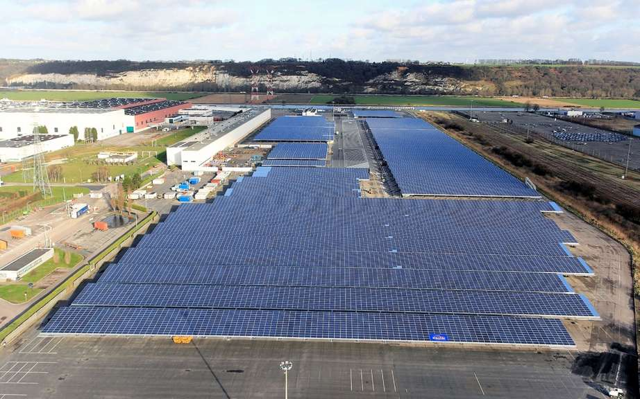 Renault launches the world's largest automobile photovoltaic device picture #4